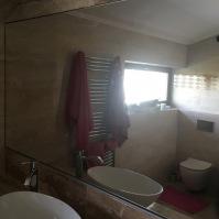 Koupelnové zrcadlo s poličkou 1