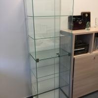 Skleněné vitríny - nábytek ze skla 3