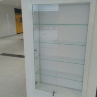 Skleněné vitríny - nábytek ze skla 15