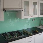 Barevné sklo Lacobel montáž - Metalac 22
